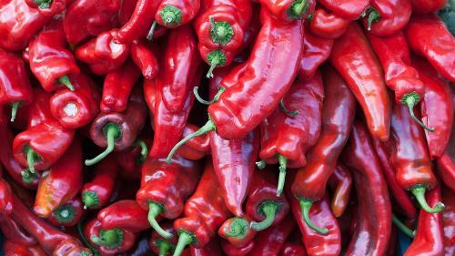 REŢETA ZILEI: Salată de ardei copţi cu usturoi