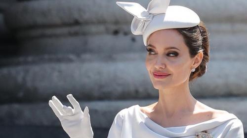 Angelina Jolie doreşte ca divorţul ei de Brad Pitt să se termine!