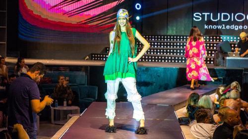 "Bianca Drăghiciu, ""Super Model of the World 2016"", a defilat pe scena de la Summer Fashion Gala 2018!"