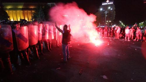 Poliţia Capitalei: Doi bărbaţi din Bucureşti, reţinuţi după violenţele din Piaţa Victoriei