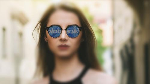 Pericolele din spatele Facebook. Un copil, la un pas de a deveni victimă pe o reţea de socializare