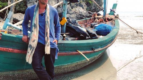 """Radu Vâlcan schimbă aproape 50 de ținute la """"Temptation Island – Insula iubirii"""""""