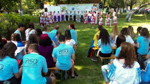 """""""Global Village"""" în Grădina Valorilor Românești.Copiii talentați de la Horezu au ridicat întreaga lume în picioare!"""