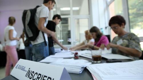 Ministerul Educaţiei: Peste 45.000 de candidaţi s-au înscris la sesiunea august - septembrie a Bacalaureatului