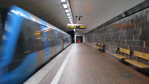 Șoc în Capitală! Poliţia caută un bărbat care a pulverizat spray iritant-lacrimogen în metrou