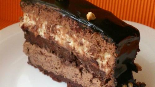 Reţeta zilei: Prajitură cu ciocolată și alune