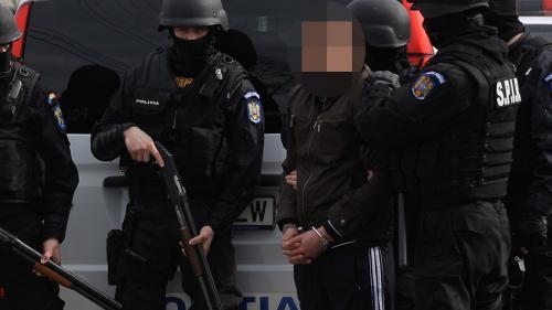 Un hoț de lux, dat în urmărire internațională, a fost săltat de mascați în gara din Constanța
