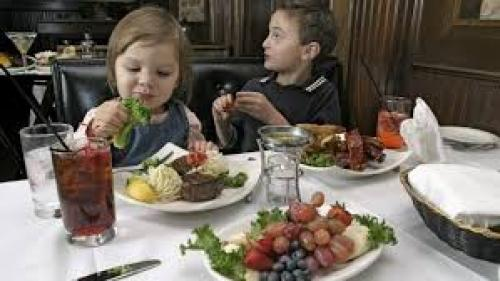 Un restaurant german interzice accesul copiilor pe timpul serii
