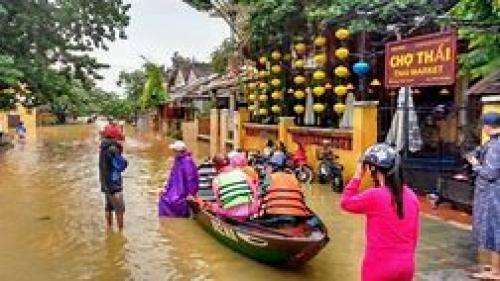 Vietnam: Cinci persoane decedate şi una dispărută în inundaţiile şi alunecările de teren provocate de taifunul Bebinca