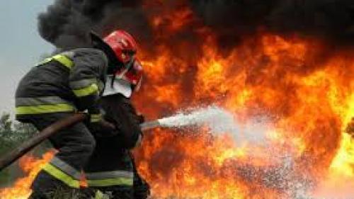 Un puternic incendiu a distrus o fabrică de cauciuc din Botoșani