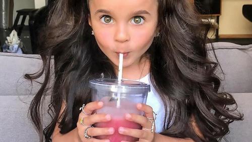 FOTO. Fetiţa care a cucerit Internetul