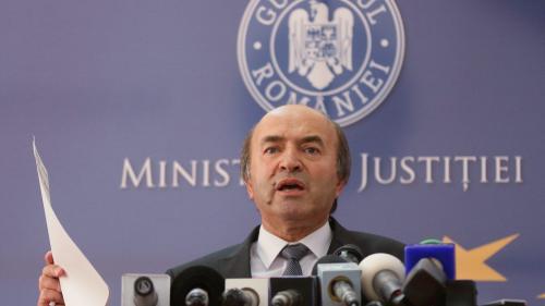 Evaluatul Augustin Lazăr încearcă să-l bage în penal pe evaluatorul Tudorel Toader
