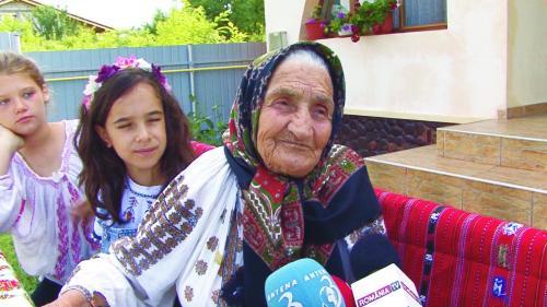 """Interviu cu Ilişca Hojda o maramureşeancă autentică: """"Aș retrăi toată viața, mai puțin cele două războaie"""""""
