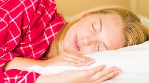 Şapte schimbări pe care trebuie să le faci pentru un somn mai bun noaptea