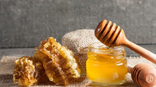 Top 5 beneficii ale consumului de miere în sezonul rece