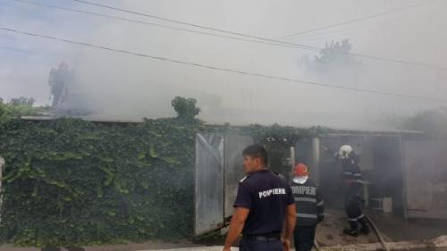 Un incendiu a cuprins o casă din Murfatlar