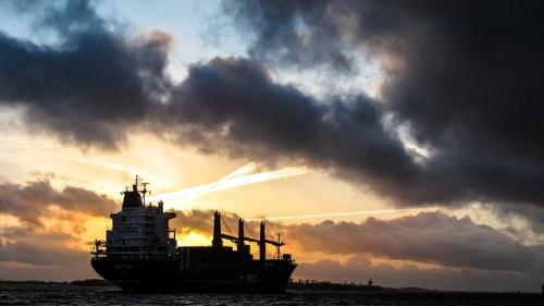 Un marinar roman rapit. Nava pe care se afla a fost atacată în largul Nigeriei