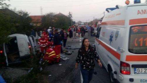 Accident GRAV în Gorj. Sunt 11 victime, dintre care una încarcerată. A fost activat planul roşu de intervenţie