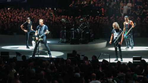 Metallica revine în România