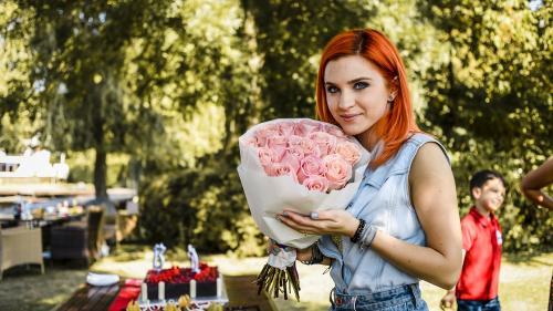"""Cristina Ciobănașu și Victor Popescu, sărbătoriți pe platourile de filmare de la """"Fructul oprit"""""""