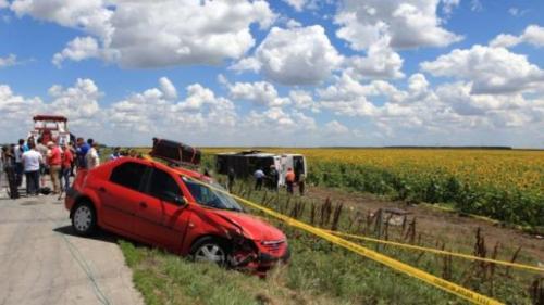 Accident grav în Argeş: Şapte răniţi în urma coliziunii între un microbuz şi un autoturism