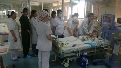După 5 ore de masaj cardiac, medicii au reușit să salveze un copil