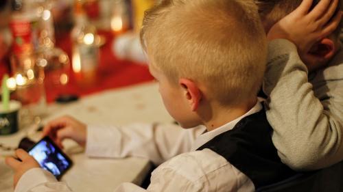 Abilităţile cognitive la copii, influenţate de timpul petrecut în faţa ecranului