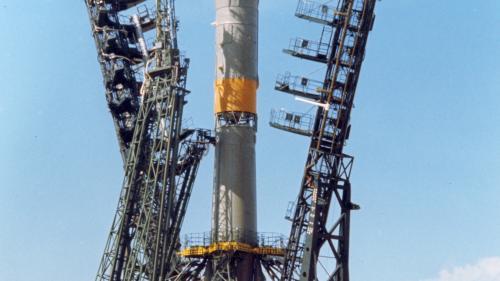 Aterizare de urgenţă a capsulei Soiuz, din cauza unei defecţiuni la motor; cei doi astronauţi sunt în viaţă