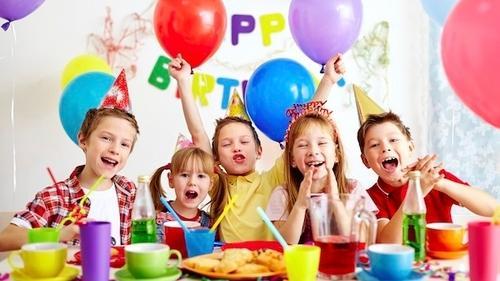 Cum să organizezi o zi de naștere memorabilă celor apropiați?