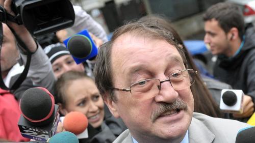 """Bătaie de joc în dosarele care privesc averea familiei Băsescu. Bunurile """"fabricii de pui"""" a lui Mircea Băsescu, evaluate la 11.000 de euro"""