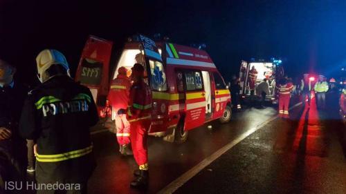 Accident între două autobuze la Brăneşti. Maii multe persoane au fost rănite
