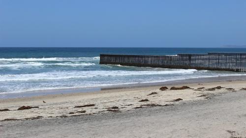 Caravana cu migranți: Sute de imigranți au ajuns la granița cu SUA