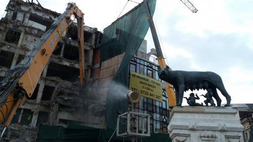 GALERIE FOTO Magazinul Bucureşti a fost demolat