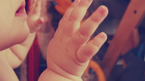 Oamenii de știință condamnă folosirea editării genetice în cazul a doi bebeluși din China