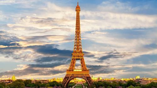 O bucată din scara originală a Turnului Eiffel, vândută la licitație