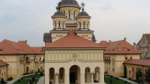 22 de copii, găsiţi dormind în Catedrala din Alba Iulia