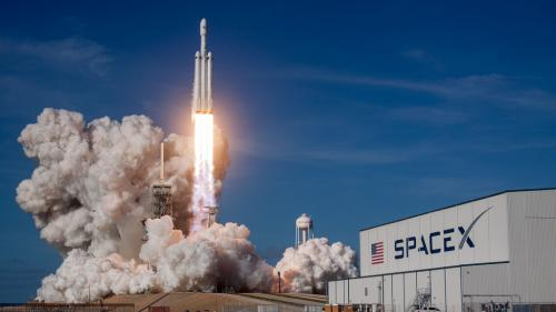 SpaceX a lansat o rachetă cu 64 de sateliți la bord