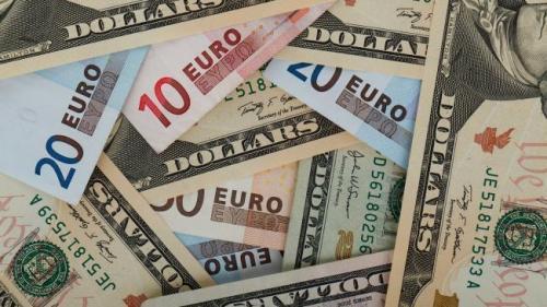 Curs valutar: Leul s-a depreciat, joi, în raport cu principalele valute