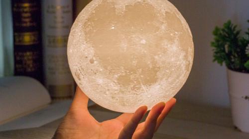 Lampă de veghe lună