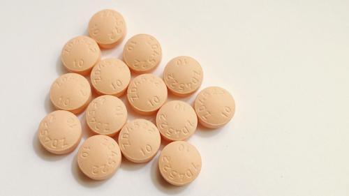 Zeci de mii de oameni suferă atacuri de cord pentru că nu-și iau statinele zilnic
