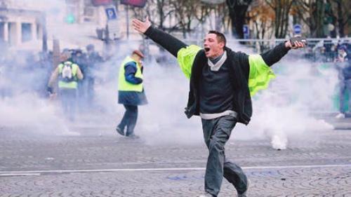 Proteste Paris. Bogdan Chirieac: Lucrurile nu mai pot fi oprite decât prin demisia președintelui francez