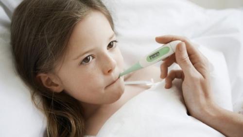 Febra albă la copii – când apare și ce poți face ca să scapi de ea
