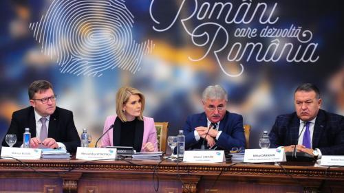 """FORUMUL CAPITALULUI ROMÂNESC. """"Cea mai bună variantă e să oprim exodul, să pregătim tinerii și apoi să-i aducem acasă pe cei plecați"""""""