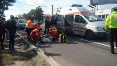 O fetiţă de şase ani din Vrancea a fost accidentată grav, după ce a traversat strada prin loc nepermis