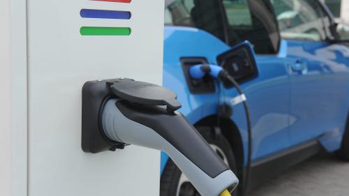 Bani pentru staţii de încărcare a maşinilor electrice