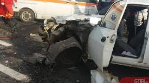 Trei autovehicule, implicate într-un accident în Vrancea. O femeie a fost descarcerată de pompieri