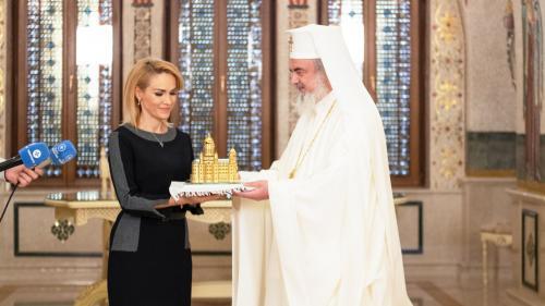 Gabriela Firea a primit un CADOU de la Patriarhul Daniel