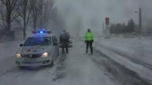 Peste 11.000 de pompieri, poliţişti şi jandarmi pregătiţi să intervină în contextul atenţionării de vreme rea