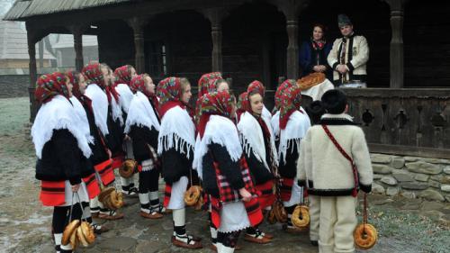 Festival de datini şi obiceiuri de Crăciun şi Anul Nou la Muzeul Satului din Capitală