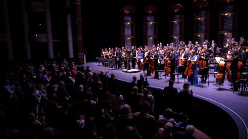 """Standing ovations pentru """"Orchestra Naţională Simfonică a României"""" în SUA, la pupitru, Cristian Măcelaru"""